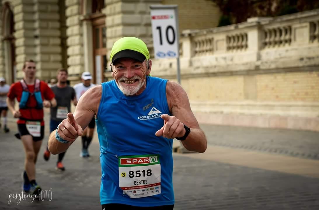 Bertus van Elburg loopt clubrecord op de marathon